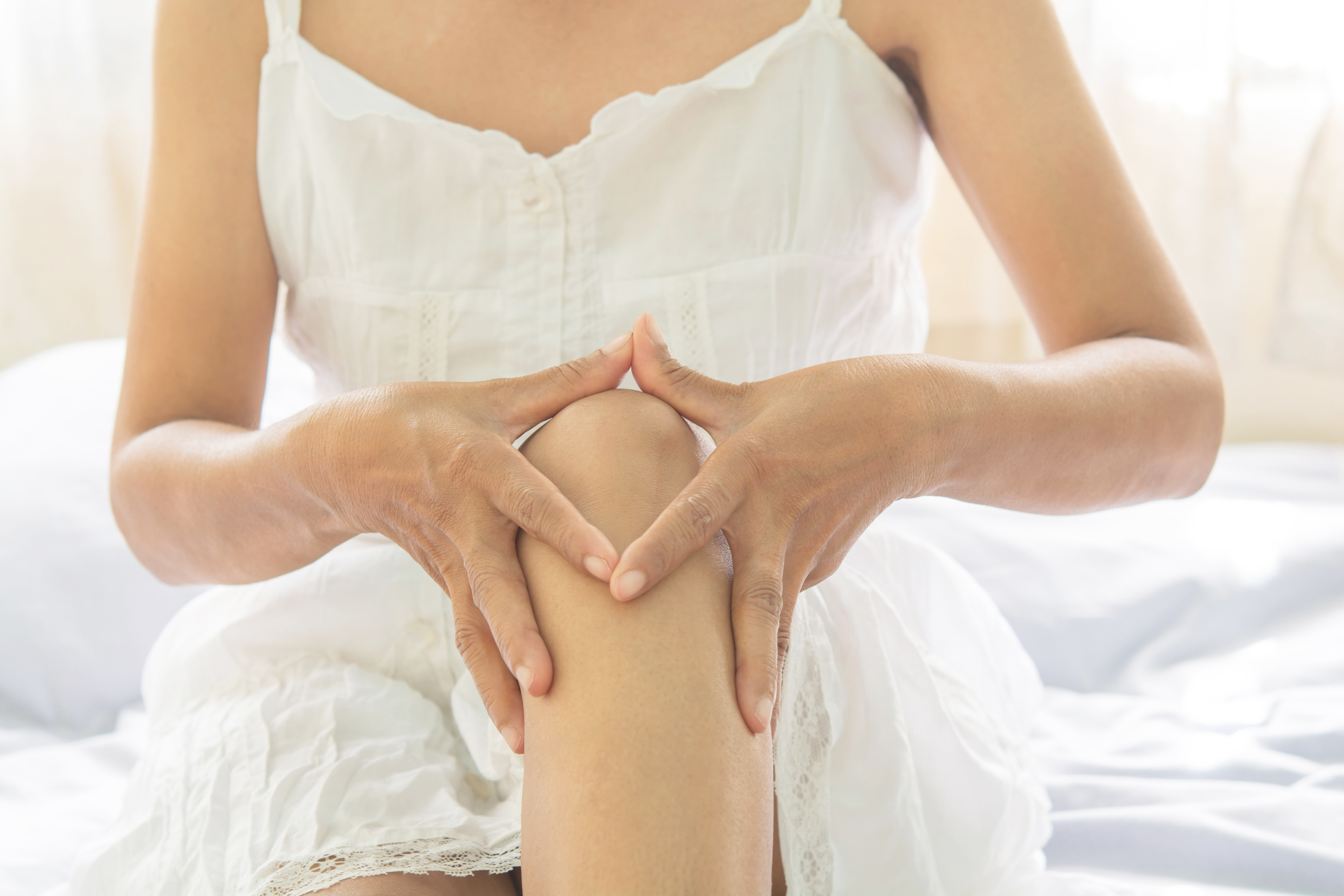 ízületi gyulladás esetén lehetséges a lábak melegítése)