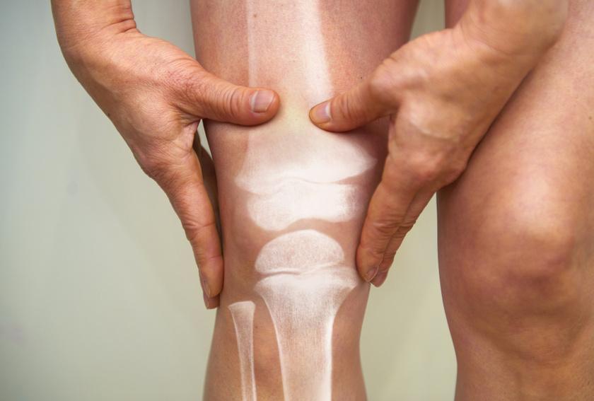 a térdízületek ízületi gyulladása okozza