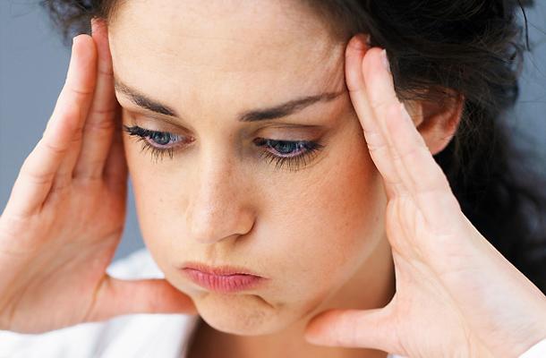 súlyos fejfájás hányinger ízületi fájdalom