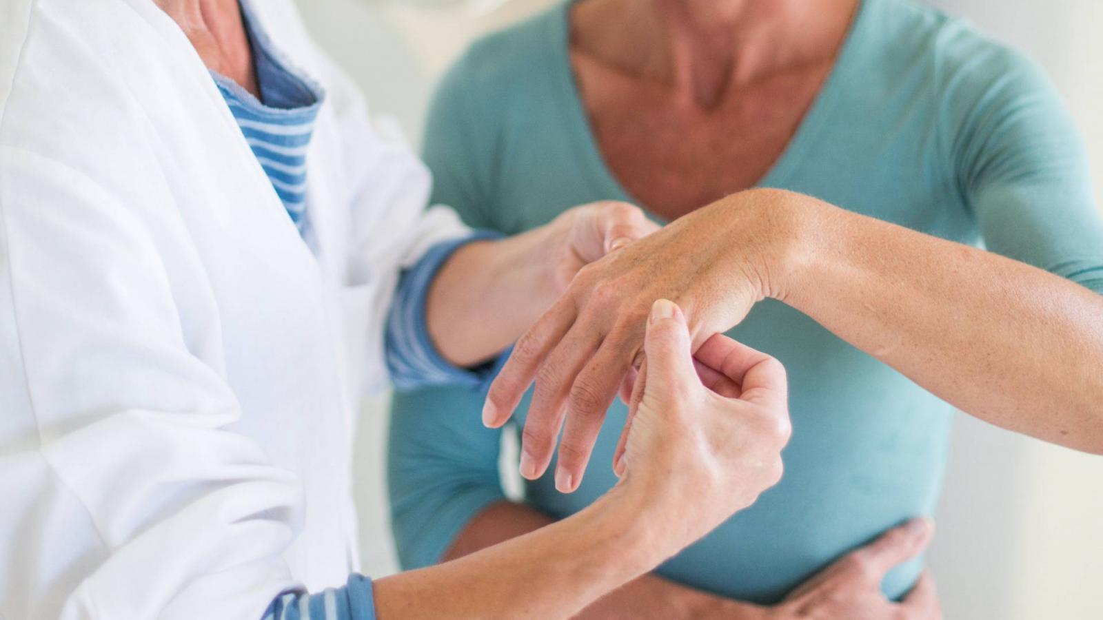 ízületi károsodás jelei mind közös javításra