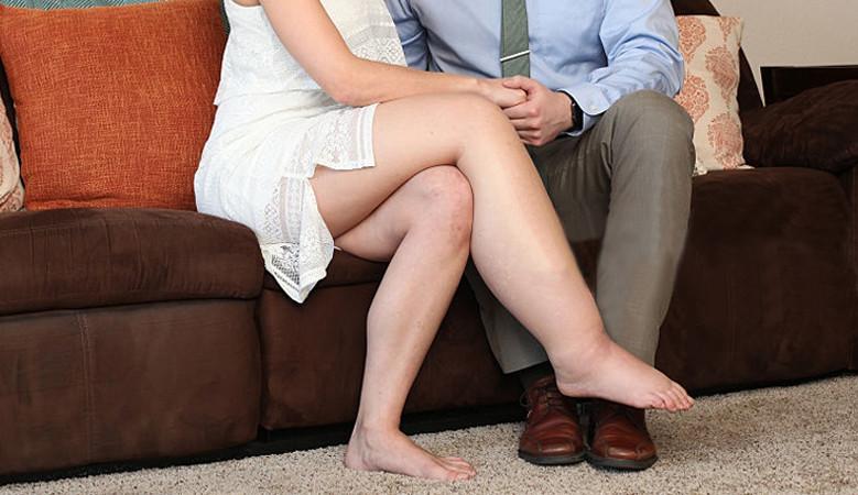 a lábak ízületein fellépő duzzanat okoz