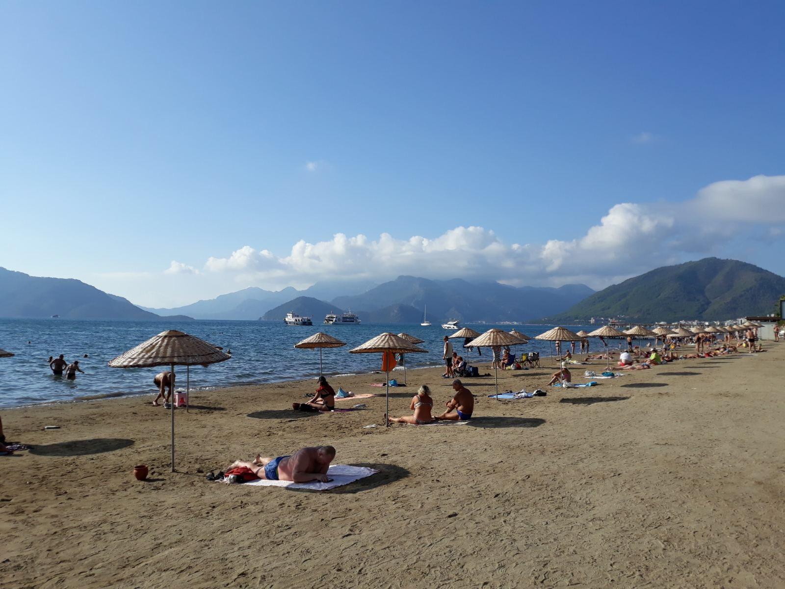 együttes kezelés a tengerparton)