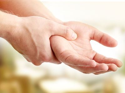 fájdalom a jobb kéz hüvelykujjának ízületeiben)