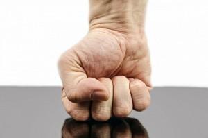 fájdalom és ropogás a kéz kis ízületeiben)