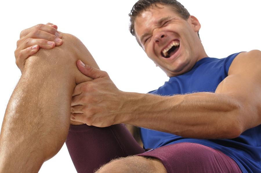 a csípőízület éles fájdalma a kezelést okozza a térdfájdalom nem szűnik meg