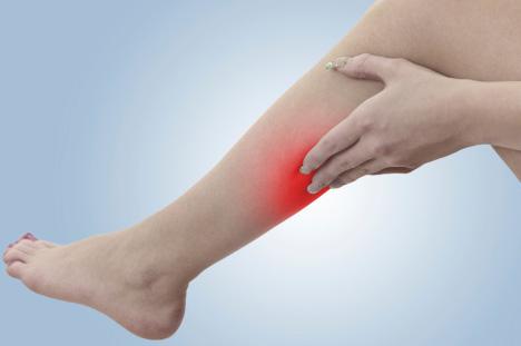 ízületi és lábfájdalom tünetei)