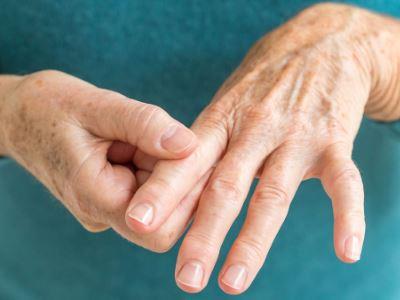 az ujjízület fáj és duzzad
