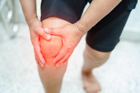 érrendszeri fájdalom a térdben csípő felnőtteknél, mint kezelni