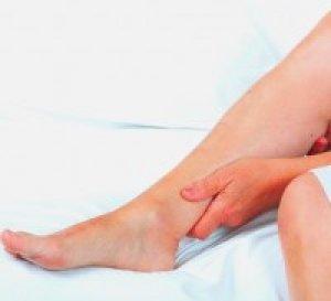 minek következtében a lábak duzzadnak a bokánál