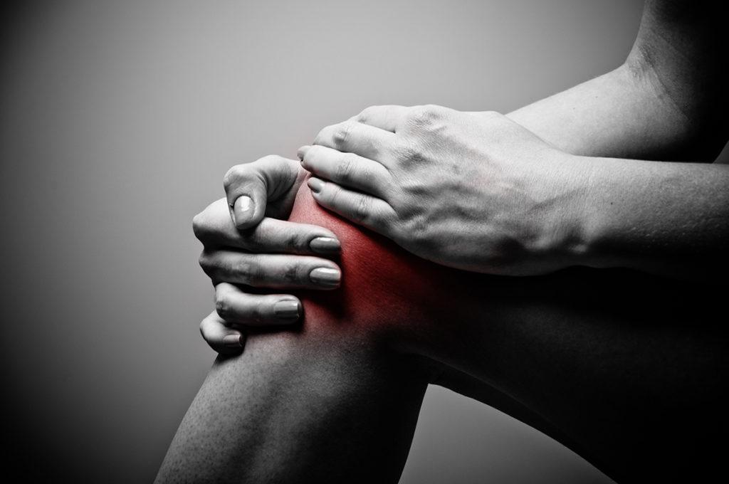 éles súlyos fájdalom a térdízületben