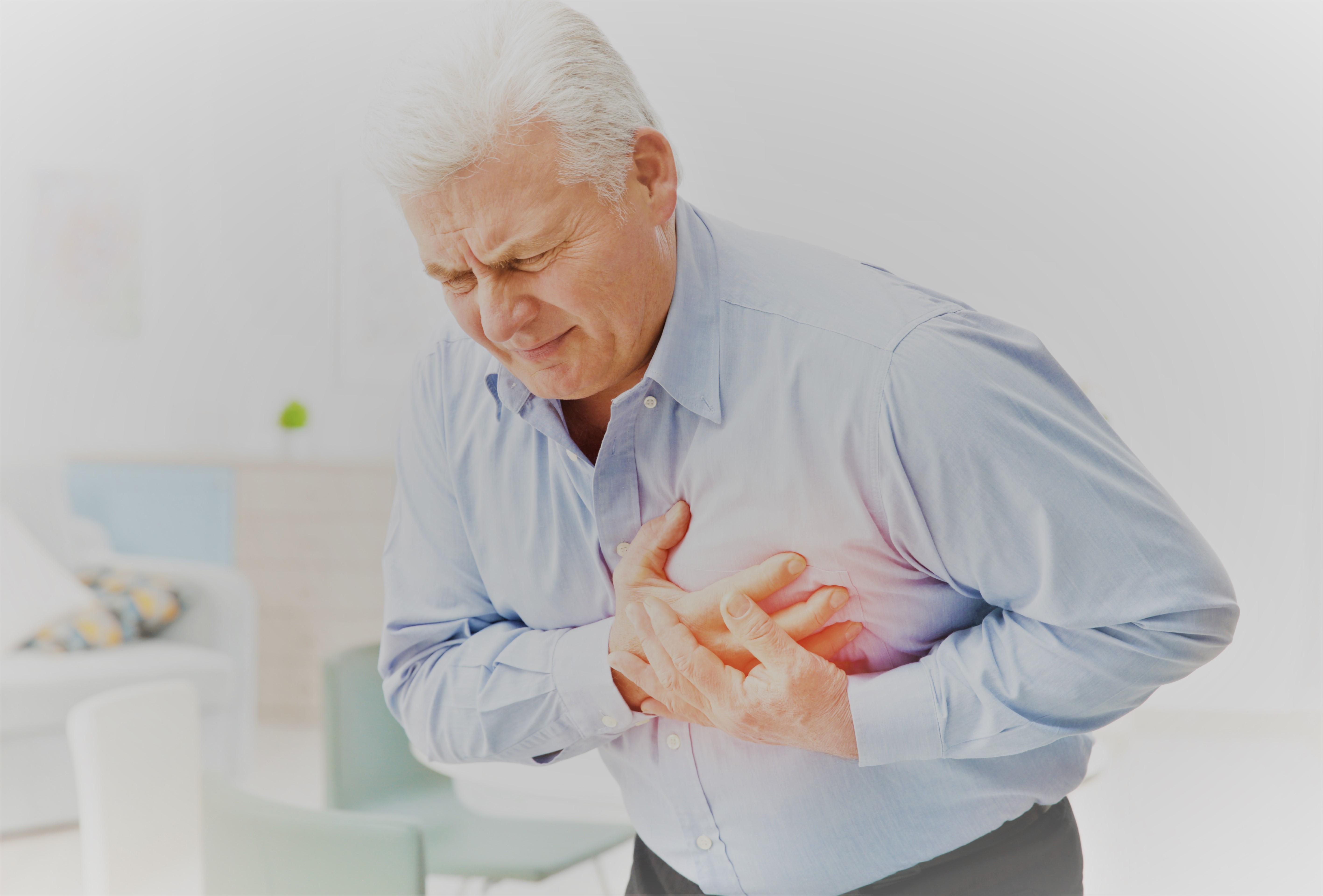 fájdalom az alsó hátán és az ízületekben, miközben feláll
