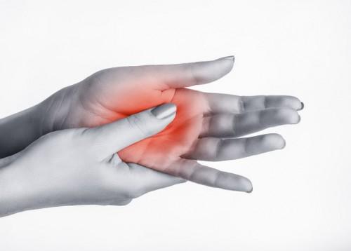 fájdalom a kezek csontainál és ízületeiben