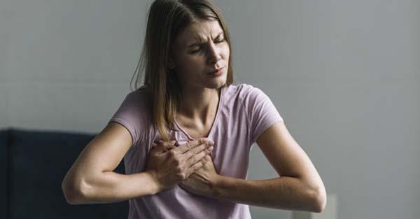 fájdalom a mellkasban és az ízületekben ízületi fájdalom zsibbad láb