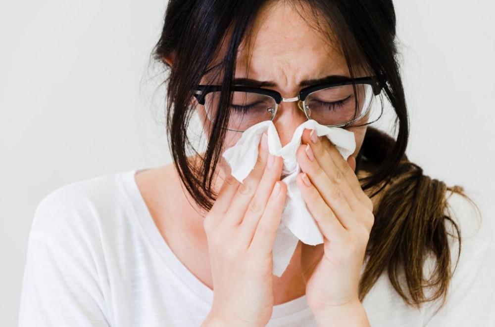 Nátha, allergia, influenza vagy koronavírus? Ezek a tünetek! | Diéta és Fitnesz