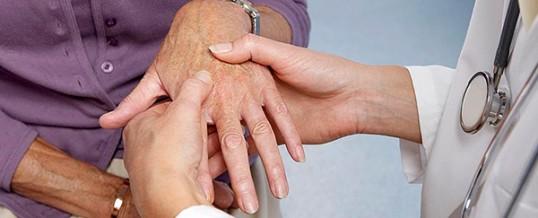 rheumatoid arthritis a kéz hogyan kell kezelni)