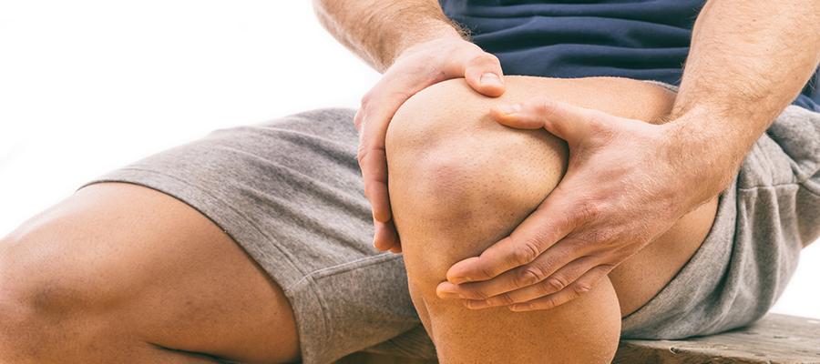 súlyos fájdalom a térd és a csípő ízületeiben